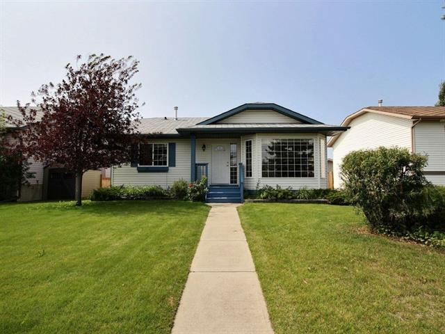 193 Quigley Drive, Cochrane, AB T4C 1S6 (#C4201245) :: Your Calgary Real Estate