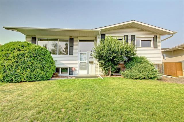 44 Maple Court Crescent SE, Calgary, AB T2J 1V7 (#C4201648) :: Redline Real Estate Group Inc