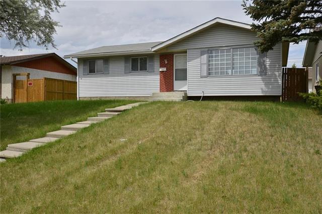 332 Malvern Close NE, Calgary, AB T2A 4W7 (#C4201677) :: Canmore & Banff