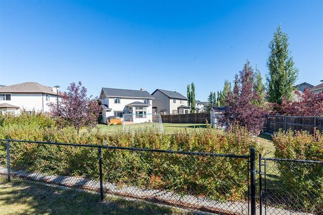 22 Cougar Ridge Crescent SW, Calgary, AB T3H 4X7 (#C4201931) :: Redline Real Estate Group Inc