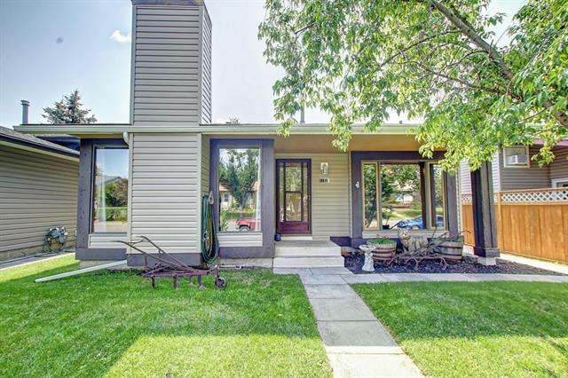 1153 Meadowbrook Drive SE, Airdrie, AB T4A 1W6 (#C4202003) :: Calgary Homefinders