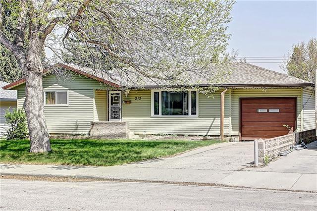 212 Hendon Drive NW, Calgary, AB T2K 1Z2 (#C4202176) :: Redline Real Estate Group Inc