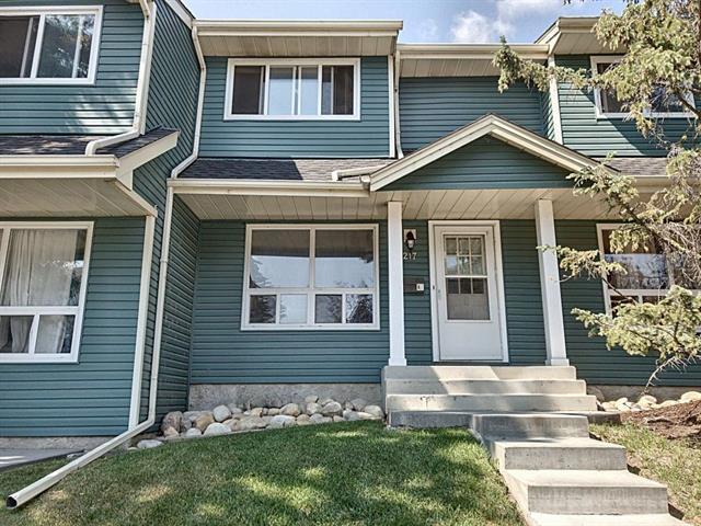 217 Queenston Heights SE, Calgary, AB T2J 6N8 (#C4202189) :: Redline Real Estate Group Inc