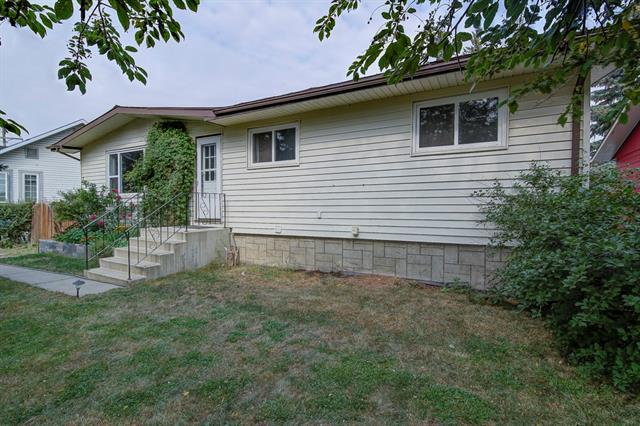 318 First Avenue, Strathmore, AB T1P 0B3 (#C4202439) :: Redline Real Estate Group Inc