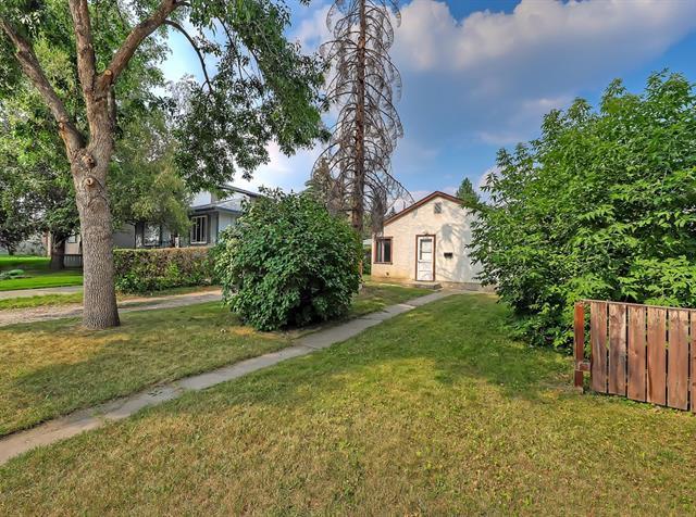 2126 52 Avenue SW, Calgary, AB T3E 1K3 (#C4202628) :: Redline Real Estate Group Inc