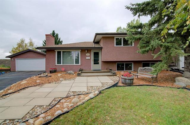 363 Cedarille Crescent SW, Calgary, AB T2W 2H5 (#C4202675) :: The Cliff Stevenson Group