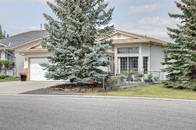 36 Shawfield Way SW, Calgary, AB T2Y 2X9 (#C4203084) :: Canmore & Banff