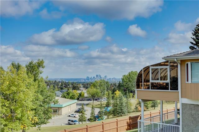 156 Strathaven Circle SW, Calgary, AB T3H 2N5 (#C4203522) :: Canmore & Banff
