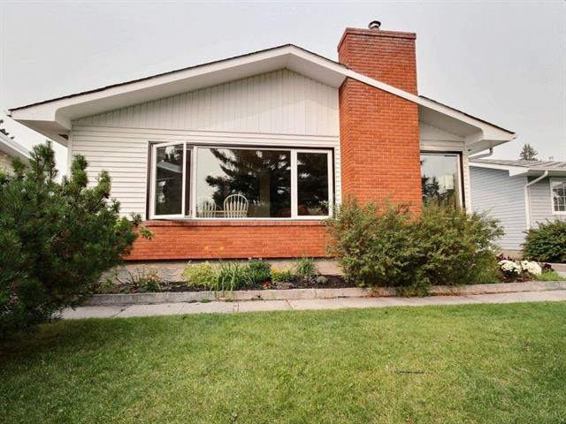 7071 Silverview Drive NW, Calgary, AB T3B 3L2 (#C4203565) :: Redline Real Estate Group Inc