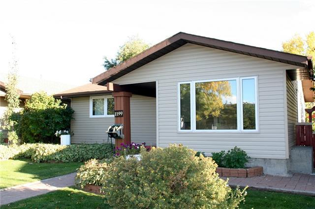 1199 Falconridge Drive NE, Calgary, AB T3J 1A3 (#C4203677) :: Redline Real Estate Group Inc