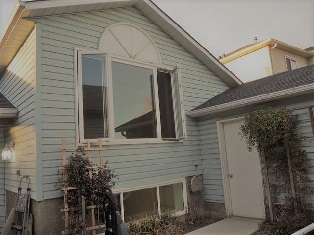 27 Hunterhorn Place NE, Calgary, AB T2K 6H3 (#C4203808) :: Redline Real Estate Group Inc