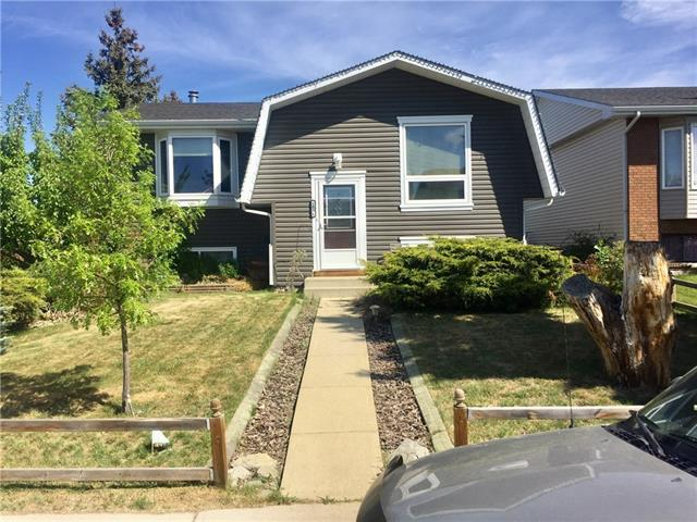 1816 Meadowbrook Drive, Airdrie, AB T4A 1V4 (#C4203858) :: Redline Real Estate Group Inc