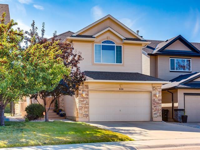 608 Cougar Ridge Drive SW, Calgary, AB T3H 5A4 (#C4204379) :: Redline Real Estate Group Inc