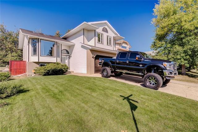 3 Woodbrook Way SW, Calgary, AB T2W 4J7 (#C4204495) :: Redline Real Estate Group Inc