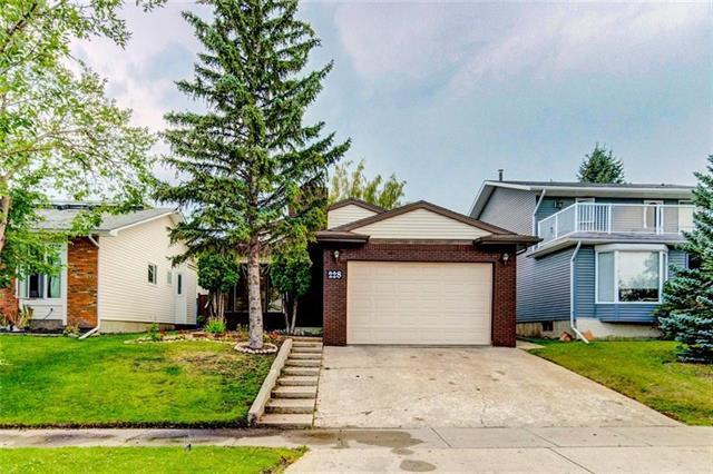 228 Woodbine Boulevard SW, Calgary, AB T2W 4K5 (#C4204614) :: The Cliff Stevenson Group