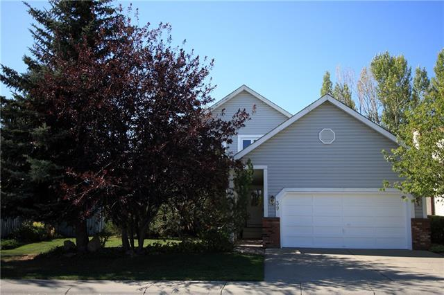 39 Woodmont Way SW, Calgary, AB T2W 4L7 (#C4204650) :: Redline Real Estate Group Inc