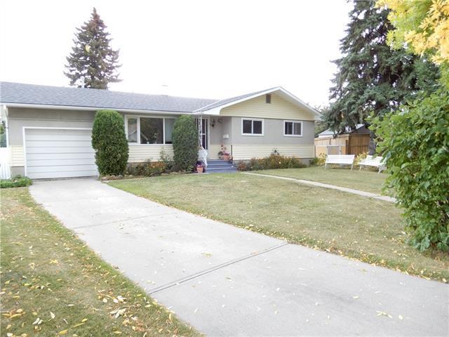 34 West Glen Crescent SW, Calgary, AB T3C 2X4 (#C4204759) :: The Cliff Stevenson Group