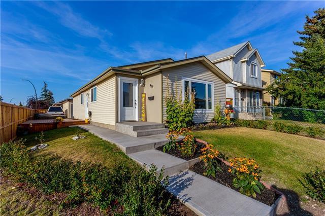89 Erin Woods Place SE, Calgary, AB T2B 2W5 (#C4204858) :: Calgary Homefinders