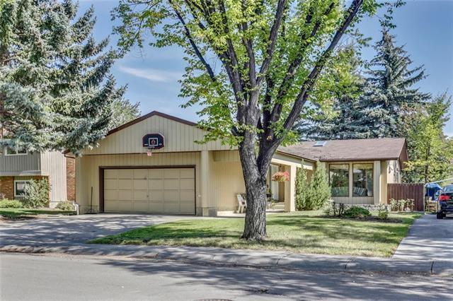 520 Woodpark Crescent SW, Calgary, AB T2W 2S2 (#C4204882) :: Redline Real Estate Group Inc
