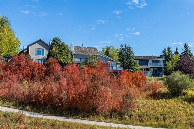 860 Strathcona Drive SW, Calgary, AB T3H 1Y4 (#C4204941) :: Canmore & Banff