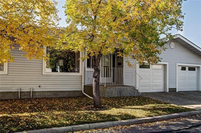 44 Lincoln Manor SW, Calgary, AB T3E 7E3 (#C4204998) :: Redline Real Estate Group Inc