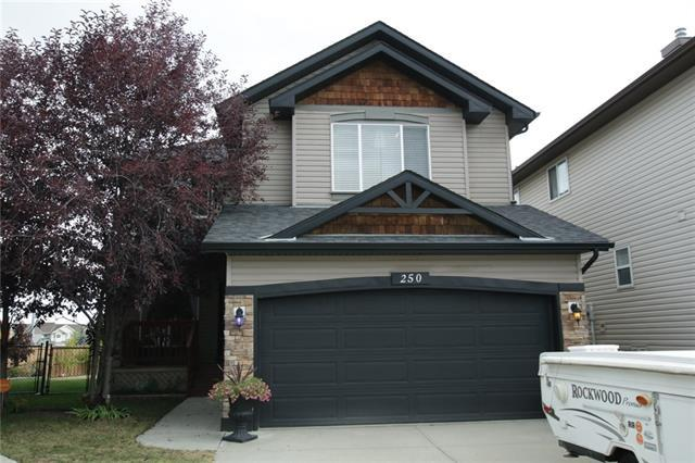 250 Rockborough Green NW, Calgary, AB T3G 5S9 (#C4205017) :: Redline Real Estate Group Inc