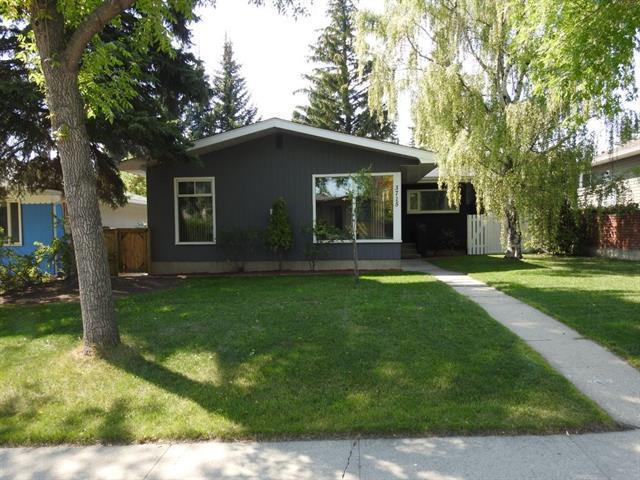 3715 Brooklyn Crescent NW, Calgary, AB T2L 1G9 (#C4205019) :: Redline Real Estate Group Inc