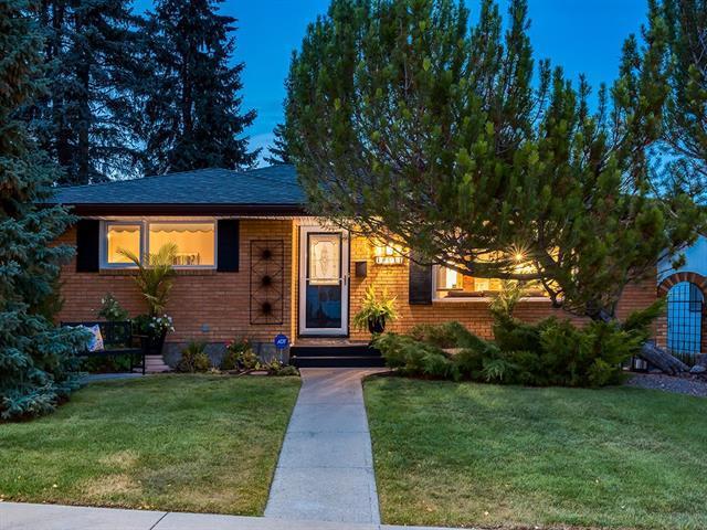 10644 Shillington Crescent SW, Calgary, AB T2W 0N7 (#C4205184) :: Redline Real Estate Group Inc