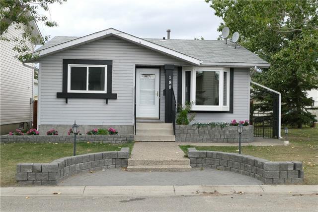 180 Castleridge Close NE, Calgary, AB T3J 1Y9 (#C4205201) :: Redline Real Estate Group Inc