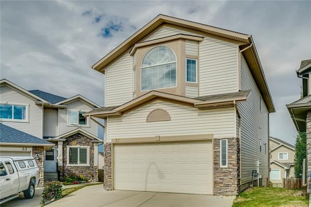 37 Rockbluff Place NW, Calgary, AB T3G 5B1 (#C4205292) :: Redline Real Estate Group Inc