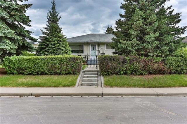 1419 44 Street SW, Calgary, AB T3C 2A7 (#C4205420) :: Canmore & Banff