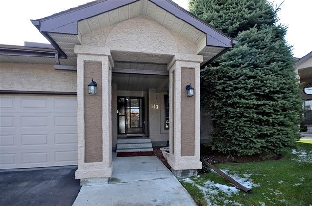 143 Oakbriar Close SW, Calgary, AB T2V 5G9 (#C4205619) :: The Cliff Stevenson Group