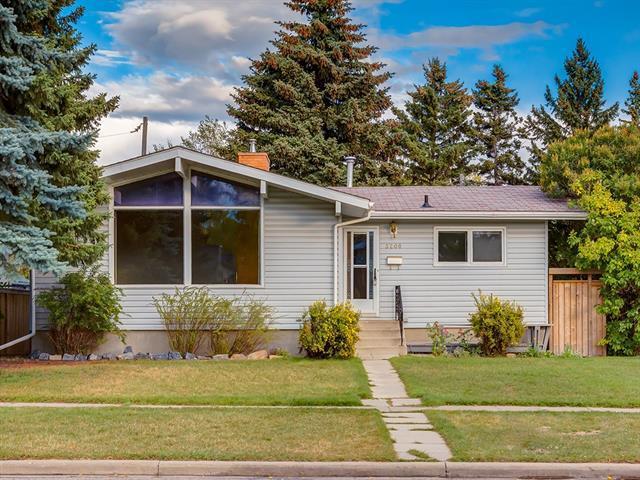 3208 Carol Drive NW, Calgary, AB T2L 0K6 (#C4205747) :: Redline Real Estate Group Inc