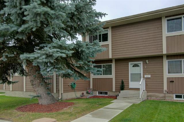 14736 Deerfield Drive SE #7, Calgary, AB T2J 5Y1 (#C4205814) :: Redline Real Estate Group Inc