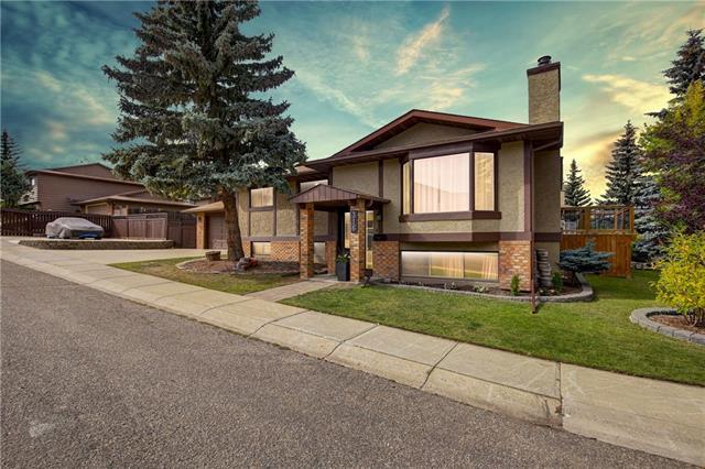 316 Berkshire Place NW, Calgary, AB T3K 1Z9 (#C4205835) :: Redline Real Estate Group Inc