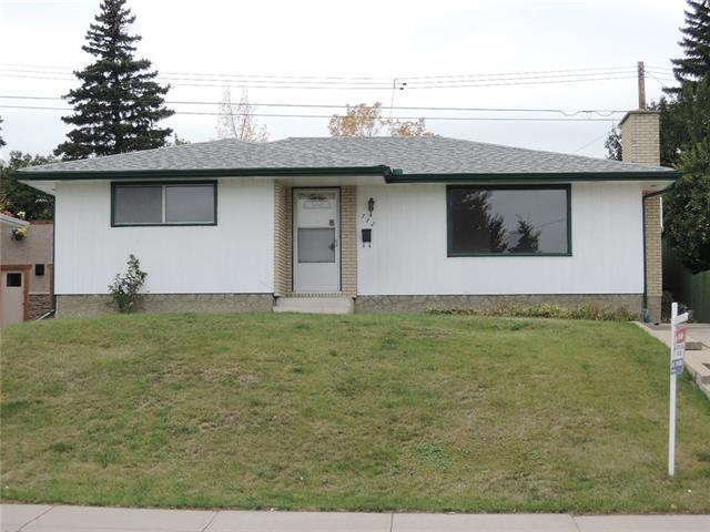 712 Hunts Crescent NW, Calgary, AB T2K 4H9 (#C4205902) :: Redline Real Estate Group Inc