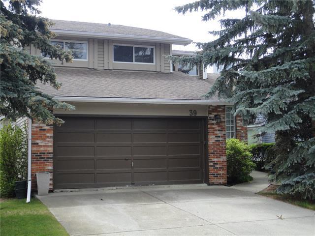 39 Woodfern Drive SW, Calgary, AB T2W 4L9 (#C4206017) :: Redline Real Estate Group Inc