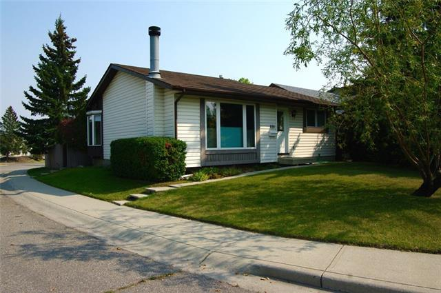 458 Silvergrove Drive NW, Calgary, AB T3B 4Y5 (#C4206050) :: Redline Real Estate Group Inc