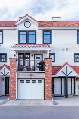 32 Royal Oak Lane NW, Calgary, AB T3G 6B5 (#C4206119) :: Redline Real Estate Group Inc