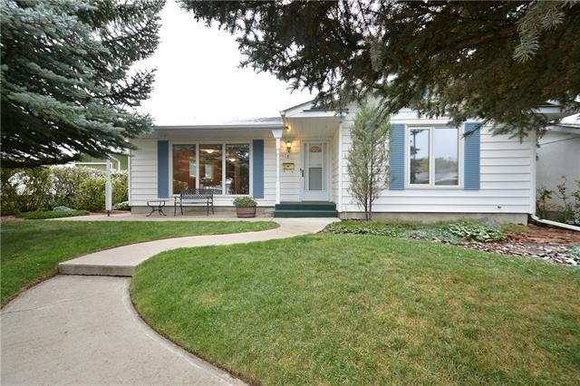 10415 Maplecreek Drive SE, Calgary, AB T2J 1T9 (#C4206161) :: Redline Real Estate Group Inc