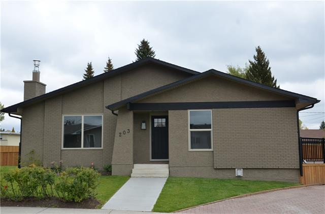 203 Silver Mead Close NW, Calgary, AB T3B 3V5 (#C4206182) :: Redline Real Estate Group Inc