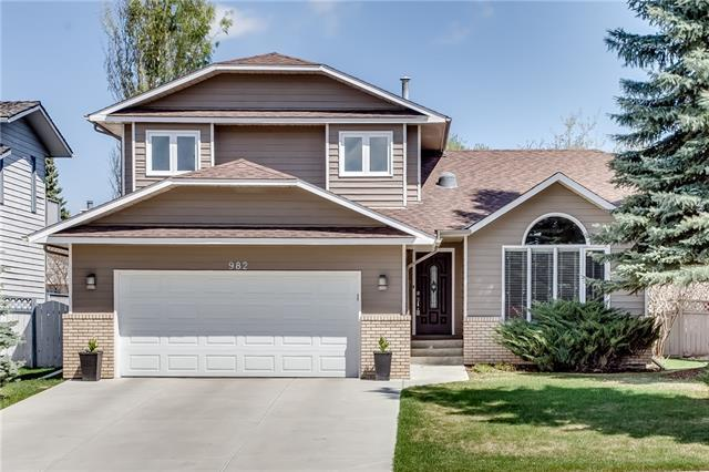982 Suncastle Drive SE, Calgary, AB T2X 2L6 (#C4206194) :: Redline Real Estate Group Inc