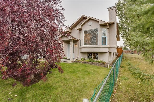 23 Harvest Glen Rise NE, Calgary, AB T3K 4C2 (#C4206237) :: Redline Real Estate Group Inc