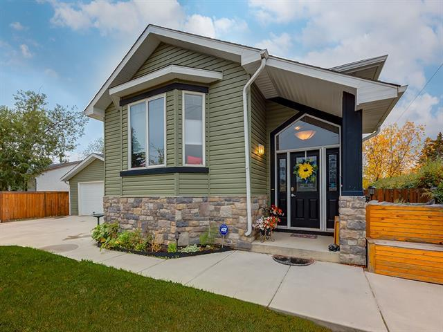 4655 82 Street NW, Calgary, AB T3B 2P8 (#C4206263) :: The Cliff Stevenson Group