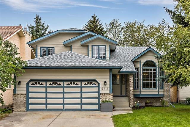 542 Sunmills Drive SE, Calgary, AB T2X 2L5 (#C4206311) :: Redline Real Estate Group Inc
