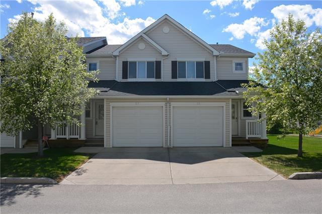 27 Country Village Villa(S) NE, Calgary, AB T3K 0L5 (#C4206380) :: Redline Real Estate Group Inc