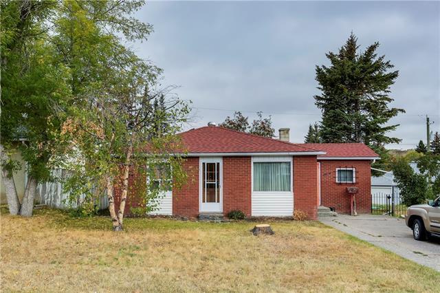 7724 46 Avenue NW, Calgary, AB T3B 1Y2 (#C4206717) :: The Cliff Stevenson Group