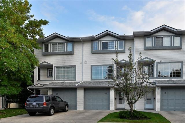45 Kingsland Villa(S) SW, Calgary, AB T2V 5J9 (#C4206748) :: Redline Real Estate Group Inc