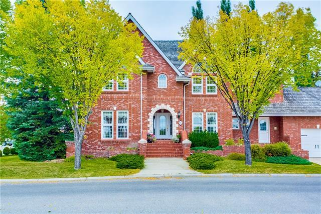 3 Christie Briar Row SW, Calgary, AB T3H 2G5 (#C4206847) :: Tonkinson Real Estate Team