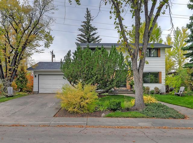 6415 Laurentian Way SW, Calgary, AB T3E 5N2 (#C4207924) :: Tonkinson Real Estate Team